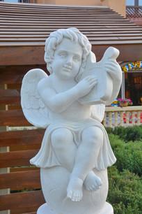雕像弹竖琴的小天使