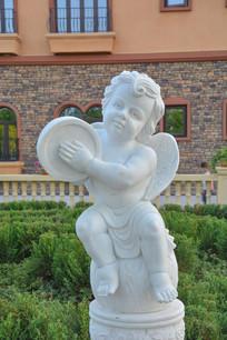 雕像击鼓的小天使