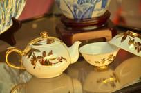 金漆陶瓷茶壶茶杯