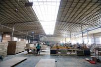 木业公司半自动化生产车间