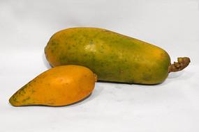 两个自然熟的木瓜