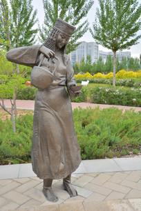 雕像蒙古倒酒的女子