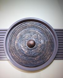 浮雕龙纹铜鼓
