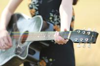 麦田边的吉他手