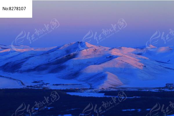 宁静的雪山晨光 图片