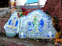 藏传佛教的佛像石刻