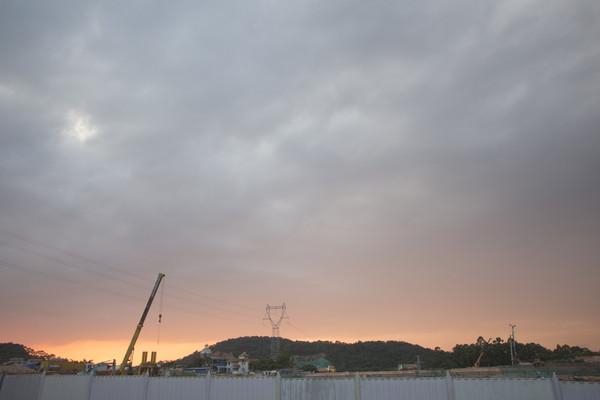 建筑工地黄昏时分