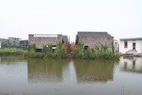 中国美院校园的水池和建筑