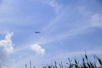 远处天空飞机