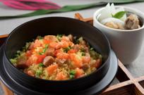 三文鱼蟹子肉粒炒饭