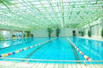 蓝色游泳池照片