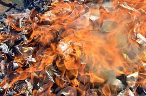 烧纸钱产生的火焰