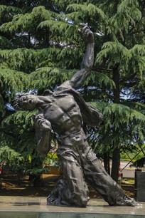 青年烈士雕像