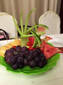 一盘水果拼盘
