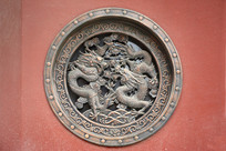 浮雕铜窗龙纹