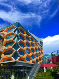 一幢现代建筑