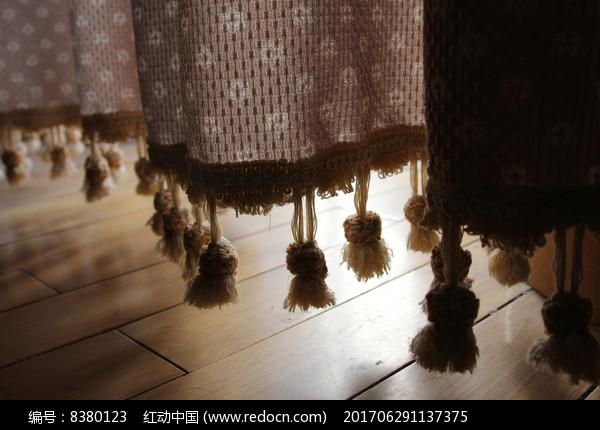 窗帘下端的装饰穗流苏图片