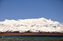 纳木错雪山和湖