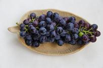 一盘紫葡萄