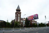 欧式风格建筑和明星演唱会广告