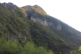 高耸山峰自然风景