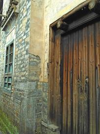 明清马头墙老房子木门