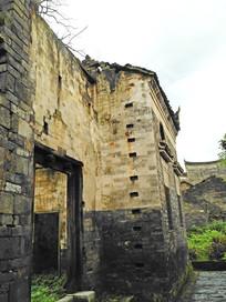 破旧残缺的明清马头墙老房子