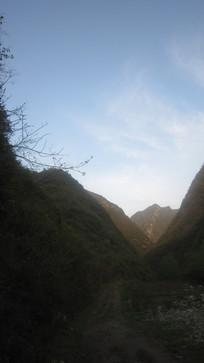 山间蓝天群峰自然风景