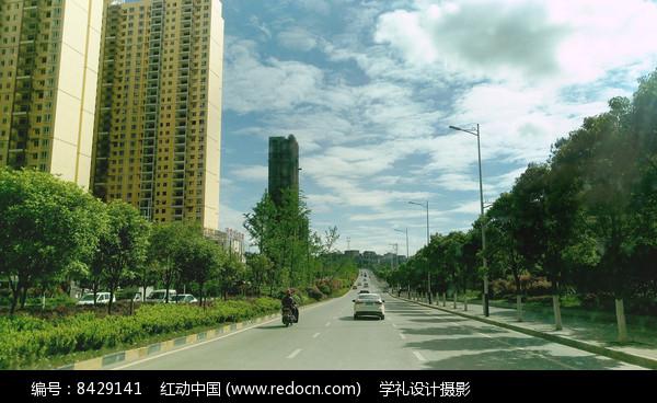 蓝天下的高楼图片