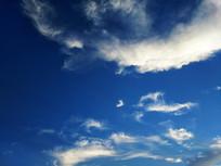 白色云团蓝色天