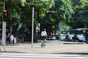 马路红绿灯