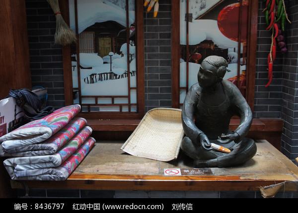 关东古巷铜像热炕头图片