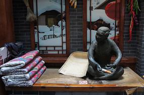 关东古巷铜像热炕头