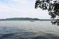 西湖划船风景