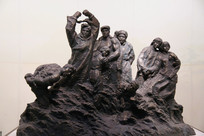 带手铐的革命英雄雕像