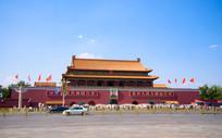 蓝天白云下的北京天安门全景