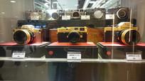 橱窗里的徕卡黄金相机