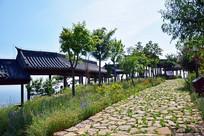 石头小路和曲廊
