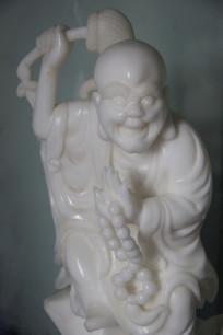 白色瓷雕喜庆罗汉