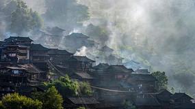 贵州苗寨炊烟袅袅风景