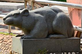 老鼠石雕艺术图片