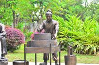 磨豆腐人物雕塑图片