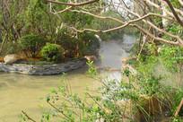 住宅小区的人工河景观