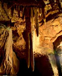 溶洞里的钟乳石