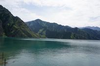 天山天池自然景观