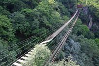 挑战胆量的铁索桥