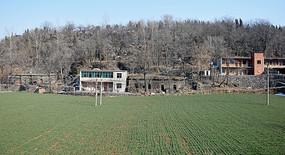 乡村的石头房和楼房