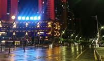 雨后的街道夜景