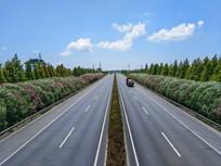 蓝天白云高速路