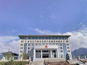 蓝天下的政府大楼